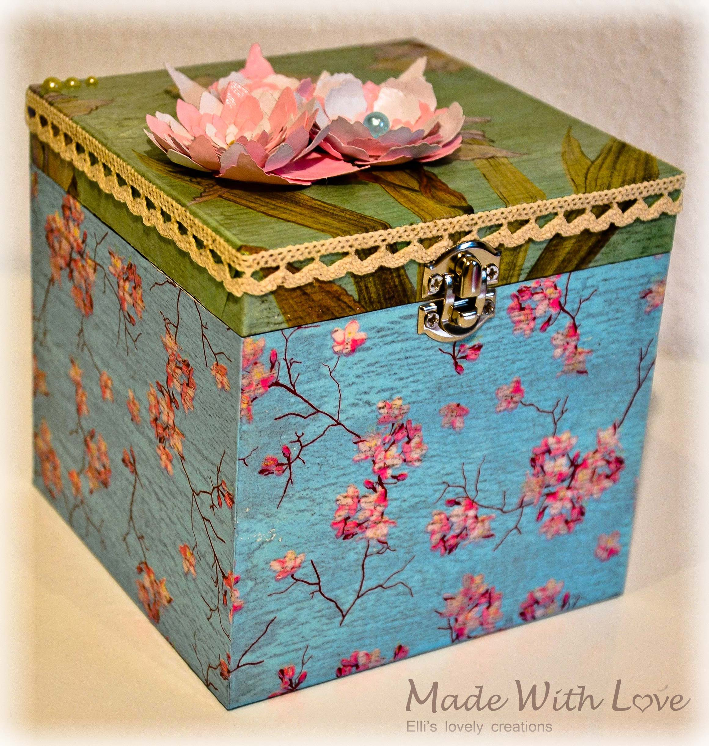 Wooden Jewelry Box II / Decoupage & Crackle Paint Technique